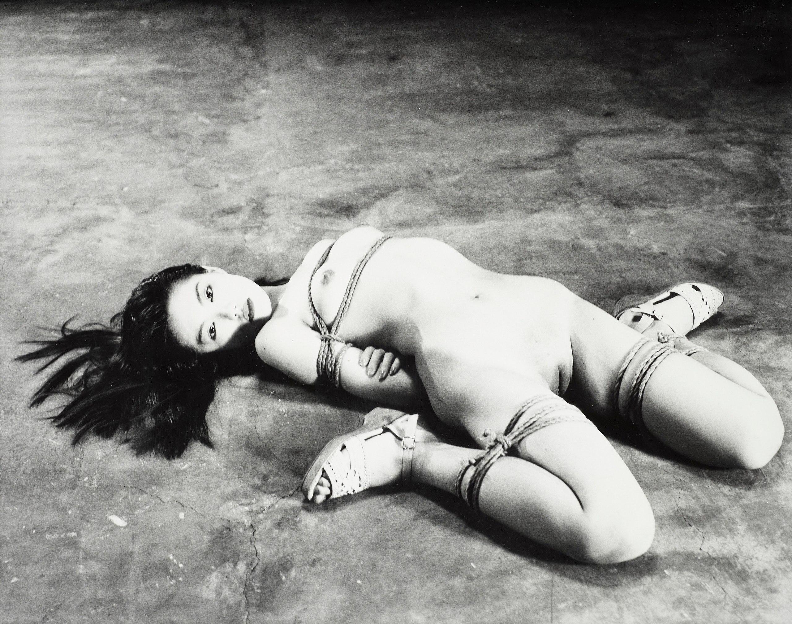 Рабыни подвешенные за ноги 13 фотография