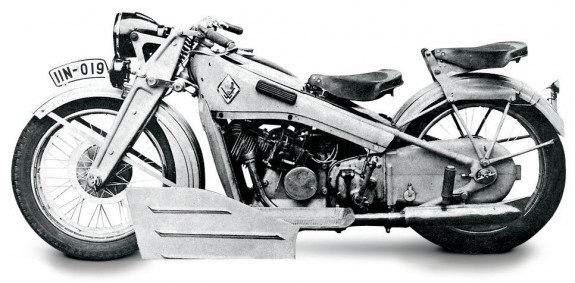 Victoria KR8 выглядела очень футуристично для 1934 года, но ее двигатель, укрытый облицовками, страдал от перегрева