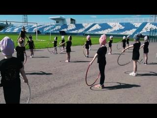 Тренировка солнечных зайчиков на стадионе