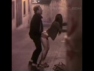 Borracha en la calle