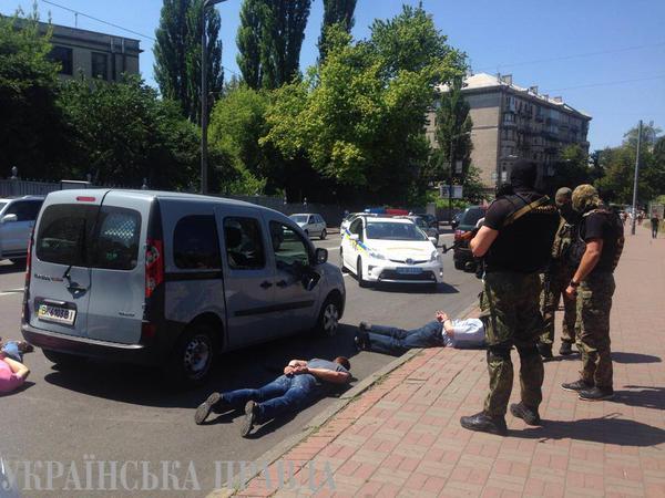 Подробности перестрелки в центре Киева: Сотрудники милиции открыли огонь по колесам автомобиля подозреваемых - Цензор.НЕТ 7088