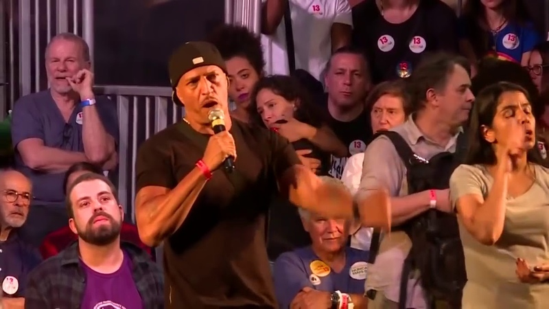 """Mano Brown em palco do PT, diz que é preciso 'dar razão' a quem vota no Bolsonaro, """"acabou"""""""