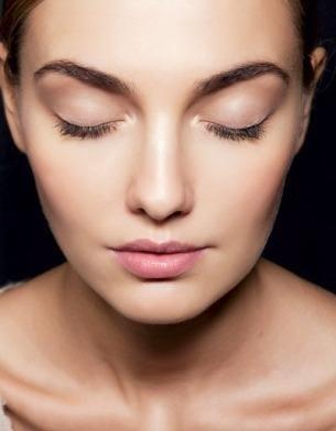 Лучший макияж для лица с веснушками