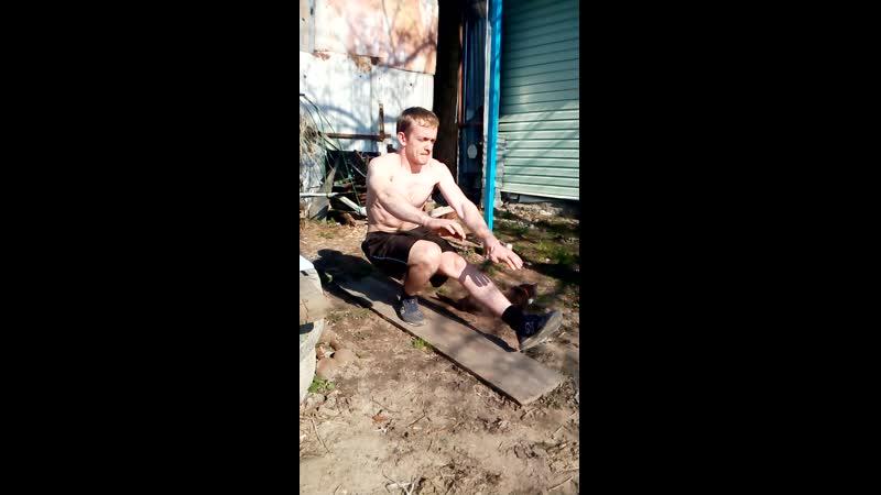 Приседание на 1 ноге 12 раз