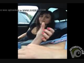 Подвез девушку, а она ему подрочила #handjob #blowjob #cum #porno handjob public #public
