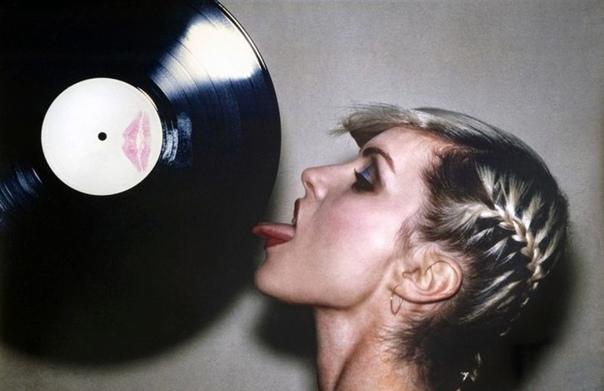 Подборка портретов американской певицы и актрисы Дебби Харри, 1978 г. Фотограф: Martyn Goddard.