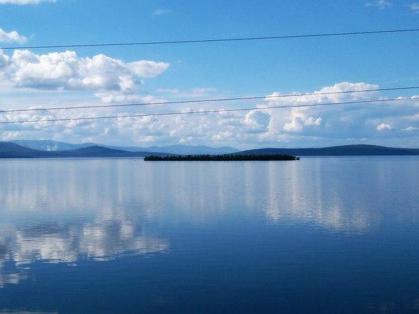 Республика Карелия. Фото из вагона, идущего мимо  этой красоты, поезда