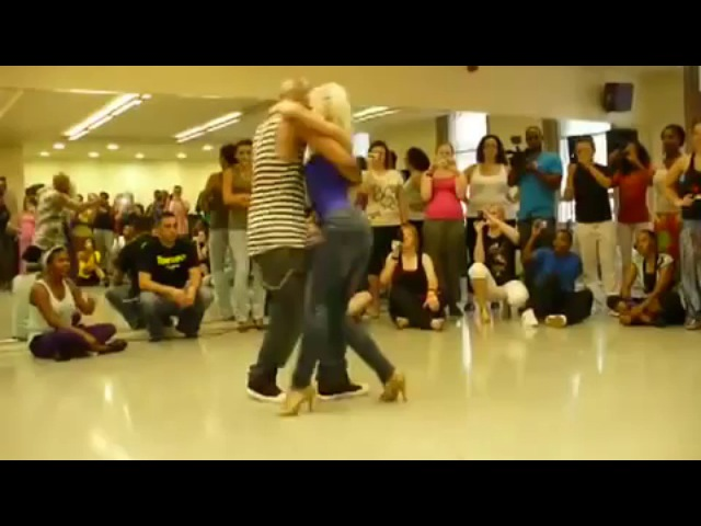 Красиво танцуют бачату
