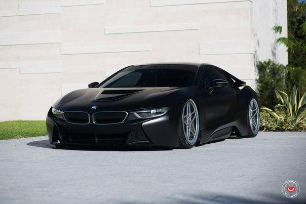 Матовый Black BMW i8
