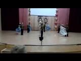 Данила выступает с танцем