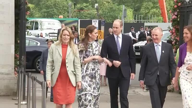 Члены королевской семьи посетили цветочную выставку в Челси 20.05.2019