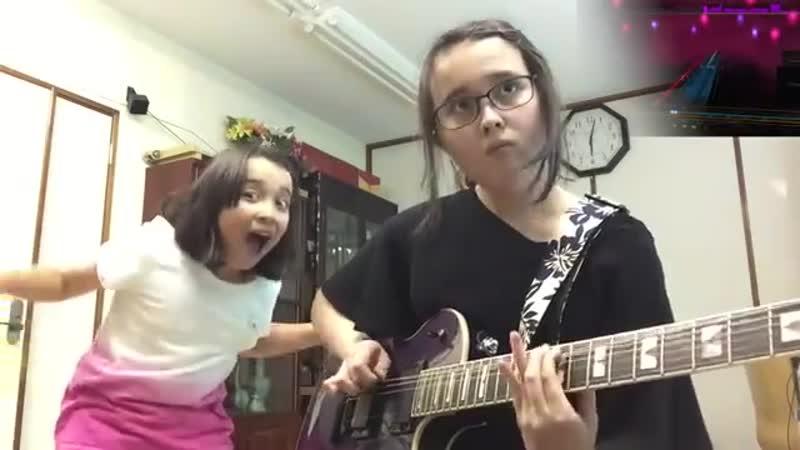 У девочек своя шоу-программа с элементами метала