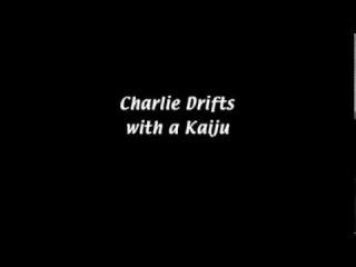 Charlie Drifts with a Kaiju. It's Always Sunny In Philadelphia/В Филадельфии всегда солнечно