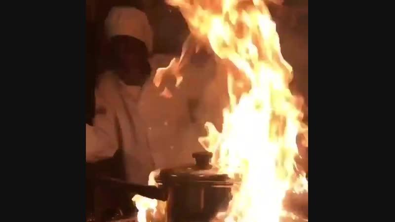 Taemin cooks
