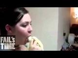 Девушки глотают банан - видеоподборка ЧАСТЬ-3