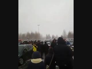 ▶ В Набережных Челнах авто влетело в машины, припаркованные на стоянке