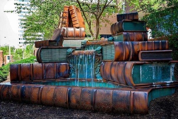 Книжный фонтан около Публичной библиотеки Цинциннати, США I_YvQzohkx4