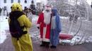 Дед Мороз поздравляет на русском и грузинском, девушки танцуют! Happy New Year