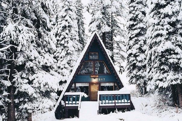 Засніжений будинок
