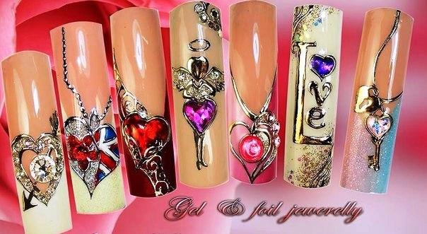 Рисунки с жидкими камнями на ногтях