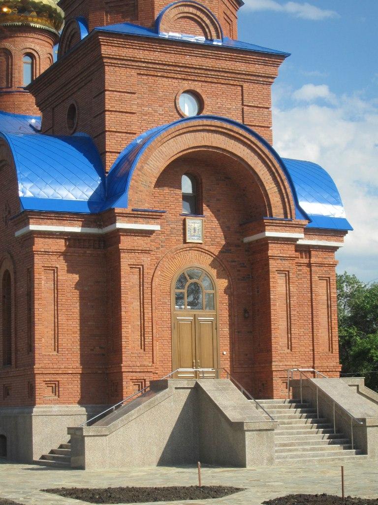 Главное церковное крыльцо (03.07.2014)