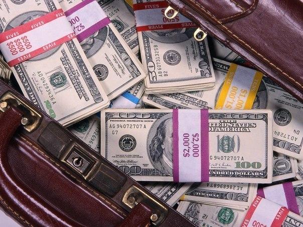 17 ОСНОВНЫХ ПРАВИЛ ДЛЯ ТОГО, ЧТОБЫ СТАТЬ БОГАТЫМ: Для того чтобы вырваться из бедности, мало просто «что-то делать» или «где-то работать». Это как раз путь в бедность и далее в нищету! А чтобы стать богатым, надо начать выполнять следующие простые правила: Каждая Ваша проблема должна решаться в кратчайшие сроки, обычно тогда требуется наименьшее количество усилий для решения этой проблемы. Будьте решительны! Меньше раздумывайте и больше делайте! 1. Меньше работать на кого-то. Чем больше ты…