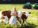 Топ подборка красивые девушки доят корову это стоит посмотреть