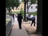 Чувак сбегает от полиции под музыку из Марио