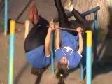 Девушки гимнастки -на турнике в Гидропарке~Kiev/31.10.2013/