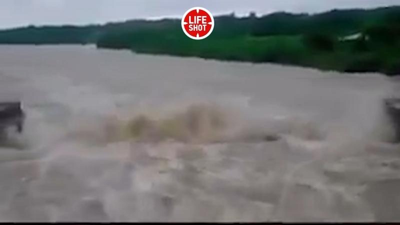 Разрушение моста. На США и Кубу обрушился ураган «Альберто»