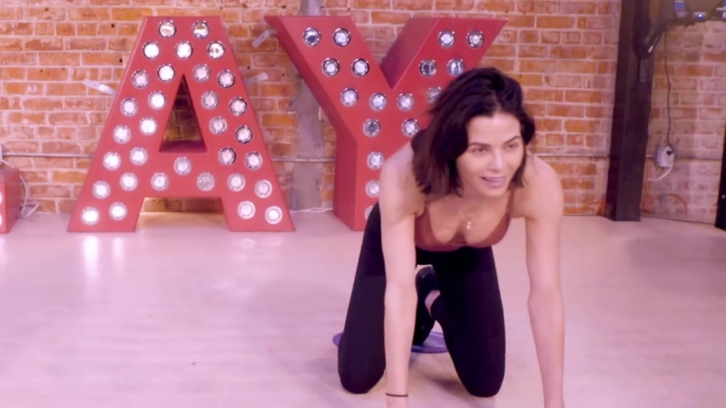 My 5 On The Go Exercises! - Busy Mom Workouts - Jenna Dewan Tatum
