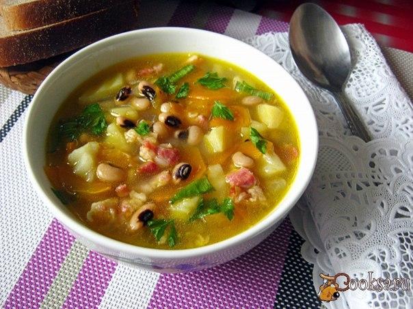 Фасолевый суп с сыро-копченой грудинкой Вкусный, ароматный суп из фасоли, приготовленный в мультиваркею