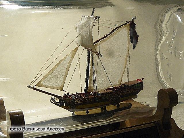 GOLDEN YACHT корабль в бутылке. Масштаб 1:300 Ktz0U8fqC1A