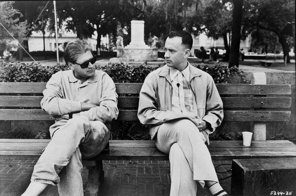 """Роберт Земекис (режиссер """"Фореста Гампа"""") инструктирует Тома Хэнкса."""