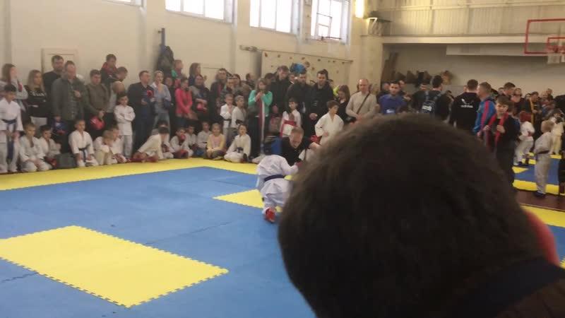 Коля Компонец первый бой победа 2020.01.2019