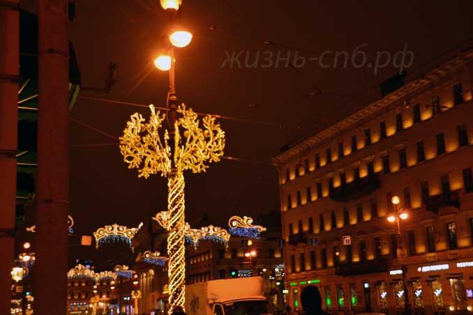 Невский проспект в январе 2017 года - новогоднее украшение города