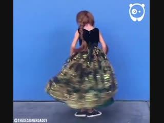 Папа делает платья для дочек