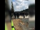 На Шиесе полиция окончательно показала что она за мусорных воротил Полицейский охраняют разгрузку