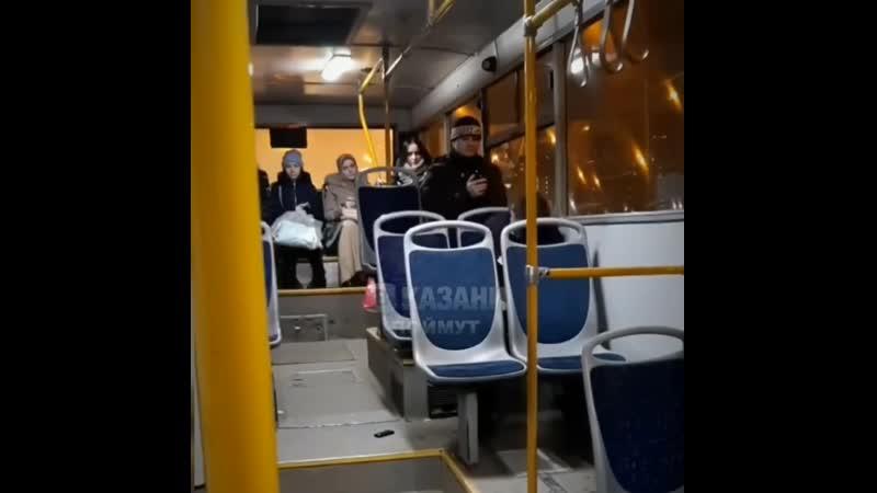 Нарик в автобусе.