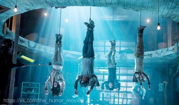 Подборка фильмов про группу людей, застрявших в замкнутом пространстве: