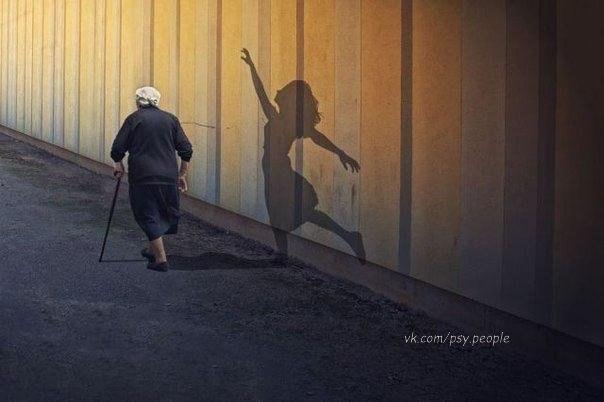 Жизнь коротка!.. Нарушай правила... Прощай быстро... Смейся неудержимо... Целуй медленно... Танцуй, будто никто не смотрит... Пой, будто никто не слышит... Люби, будто никто не причинял тебе боль... Ведь жизнь дается человеку один раз... И прожить ее надо так, чтобы там наверху одурели и сказали: ну - ка повтори!...