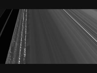 250 000 километров вдоль колец Сатурна.