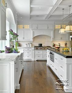 Очень уютная кухня в белом цвете (1 фото) - картинка