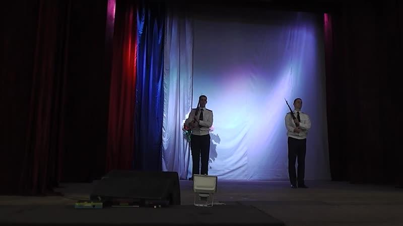 Строевые приёмы с оружием продемонстрировали сотрудники ИК-20 Александр Терещенко и Иван Ершов.