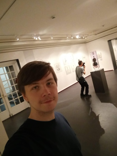 В первом зале частная выставка, так что я сыковал фоткать — это запрещено из-за авторского права. Но вообще-то там ничего хорошего и не было, кроме скрипки.  23 июня 2018