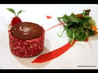 Tartare di capriolo, riduzione di vino rosso e polenta fritta di Carlo Conforti