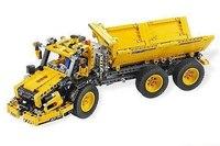 Длина машины 42 см. С помощью мотора, который входит в набор, кузов самосвала опрокидывается.  Этот набор lego.