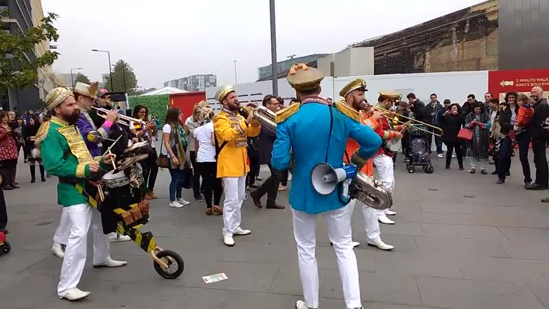 Classic Car Boot. Brass Band does old school rave (репа после рэйва)