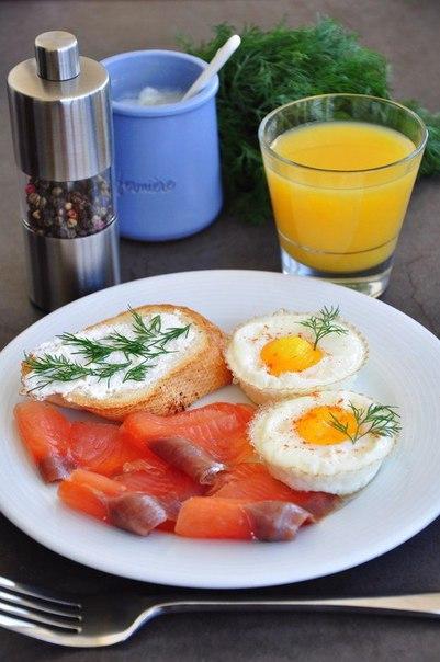 """Яйца в корзинках - быстрый завтрак"""