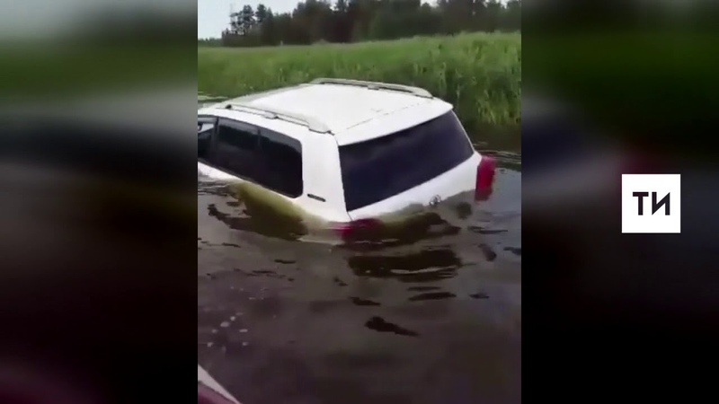 Рыбаки сняли на видео иномарку, утонувшую в реке в Лаишевском районе